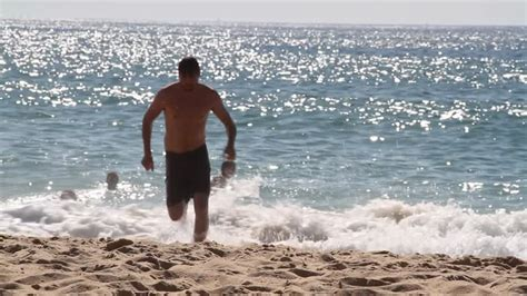 Homme / Plage / Aquitaine / France HD Collection Stock