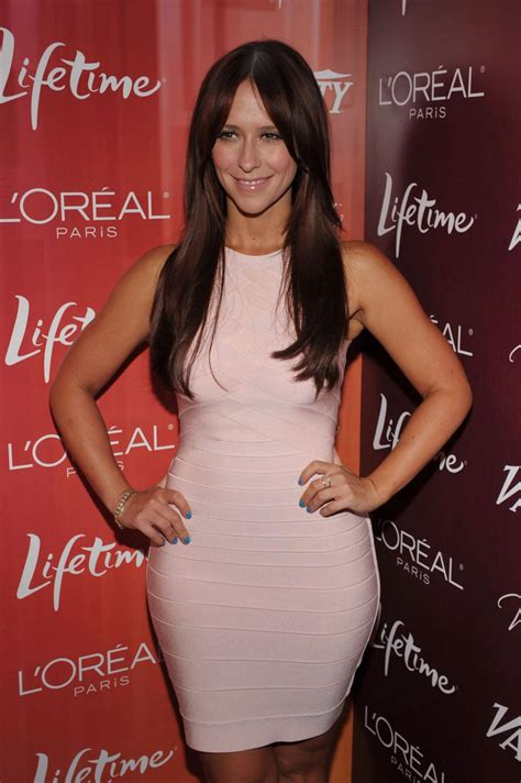 Jennifer Love Hewitt Is Looking Thicker Than A Bowl Of