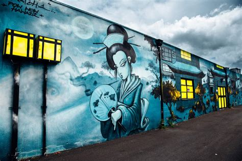 A Guide to Kakaako // Mural Hunting in Honolulu's Coolest