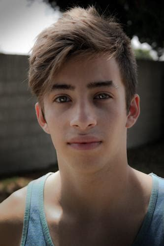 Jimmy Bennett as JJ Powell in No Ordinary Family - Home